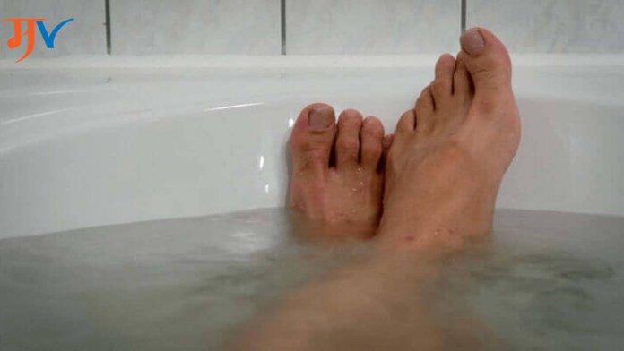 Benefits of Salt Water Bath in Marathi